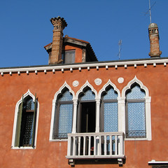 Finestre di Venezia - Italia (Been Around) Tags: italien venice windows italy color june juni europa europe italia fenster travellers eu ita venise venezia venedig italie finestre veneto 2011 venetien concordians thisphotorocks expressyourselfaward fondamentaminotto sestrieresantacroce bauimage finestredivenezia