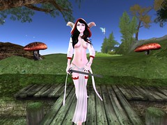 Lotd (Ebonwings) Tags: white mage viera