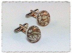 Swirly Cloud cufflinks in white/beige/brown.