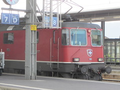 SBB CFF FFS Re 4/4 II 11121 (v8dub) Tags: railroad 2 station train schweiz switzerland suisse gare 4 eisenbahn railway zug bahnhof loco sbb lausanne ii locomotive re bahn 44 ffs lokomotive cff