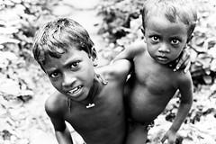 (Sbastien Pineau) Tags: blackandwhite bw india blancoynegro kids children asia raw noiretblanc nb asie enfants kolkata calcutta chicos inde pineau bengali westbengal sbastienpineau