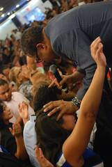Servicio - 07/07/13 (Rudy Gracia) Tags: family people music church de hands worship florida god miami south jesus crowd iglesia carlos rudy christian spanish vida hollywood fl pastor ortiz praise gracia preaching cristiana segadores ruddy predica