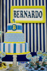 Bernardo fez 1 aninho! (Kelen Gama) Tags: bolo menino fotógrafas cenográfico fotografiainfantil sãosimãogo festa1ano kelenecamila decoraçãotilim azulamareloebranco detalhesdafesta