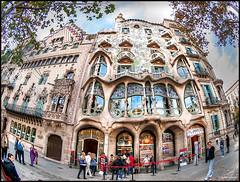 (2061) Casa Batll - Gaud (Fisheye) (QuimG) Tags: barcelona people architecture arquitectura gente olympus fisheye gaud catalunya gent casabatll specialtouch quimg quimgranell joaquimgranell afcastell obresdart