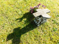 P1000287y (gzammarchi) Tags: italia ombra natura campagna fiore montagna tomba paesaggio monti cimitero coniale firenzuolafi