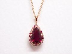 ペアシェイプカットのルビー&ピンクサファイアのペンダント pear shaped ruby pendant (jewelrycraft.kokura) Tags: ruby pinkgold pinksapphire ルビー ピンクゴールド ピンクサファイア