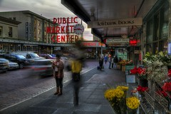 Movement at Pike's Place (Andrew E. Larsen) Tags: seattle pikesplacemarket papalars andrewlarsenphotography