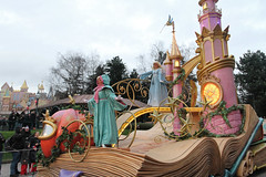 Disneyland Paris - January 2015 - 0184 (Snyers Bert) Tags: park parque paris france la ledefrance euro disneyland magic events disney parade resort fantasy land characters frankrijk parc parijs fantasyland magie disneylandparis dlp cavalcade plaatsen chessy dlrp marnelavallee magiconparade