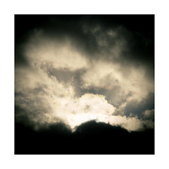 079.2016 (Francisco (PortoPortugal)) Tags: light shadow sun luz sol portugal clouds square sombra porto nuvem franciscooliveira portografiaassociaofotogrficadoporto 0792016 20160305fpbo25432