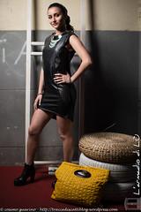 IMG_4775 (traccediscatti) Tags: donna persone borsa nero notte abito sera ragazza pubblicit gialla modella abbigliamento allaperto accessori vestito