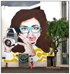 Say CHEEEESE !!! (kurtwolf303) Tags: woman building tree portugal topf25 facade person topf50 europe 500v20f drawing streetphotography graffito frau madeira baum gebude 800views funchal omd fassade zeichnung gemlde 750views 250v10f unlimitedphotos strasenfotografie micro43 microfourthirds olympusem1