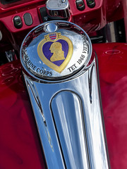 Harley Gas Cap - Purple Heart (J Wells S) Tags: ohio marine kentucky cincinnati vietnam chrome newport harleydavidson hd ohioriver purpleheart gascap newportonthelevee festivalpark tetoffensive riverboatrow newportmotorcyclerally campcarrollrvn