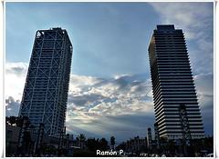 Nubes estre mellizas---(Clouds narrow twins) (# RAMÓN Mortadelo #) Tags: barcelona torremapfre hotelars torresgemelas villaolimpica martesdenubes rememberthatmomentlevel1 mortadelo65pp cadenaritzcarlton