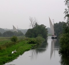 09 - 2004 -  River Waveney at Geldeston. (RTW501) Tags: norfolkbroads geldeston wherry riverwaveney wherryhathor wherryolive