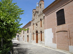 Una bodega con nombre propio: Vega Sicilia. A wine cellar with its own name: Vega Sicilia. (lumog37) Tags: architecture arquitectura wine winery bodega vino winecellar vegasicilia