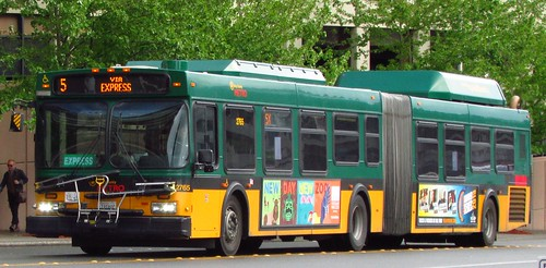 King County Metro 2004 New Flyer DE60LF 2765