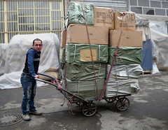 Pushing Heavy Loads (Kombizz) Tags: iran rope goods boxes tehran heavy bazzar loads pushing 1391 pushingweight 8429 gaary heavyloads kombizz pushingenormousweight pushingheavyloads