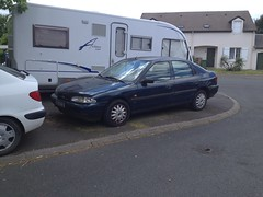 Epave de Ford Mondeo de 1995 6772 TZ 37 - 16 mai 2013 (Rue Blanche de Castille - joue-les-Tours) (Padicha) Tags: auto new old bridge france water grass car station electric truck river french coach ancient automobile eau indre may police voiture ruine cher rest former 37 nouveau et loire quai franais nouvelle vieux herbe vieille ancienne ancien fleuve nationale vehicule lectrique reste gendarmerie gazon indreetloire franaise pave nouveaut vhicule utilitaire restes vgtalise letramdetours padicha