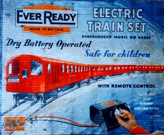 Ever Ready London Underground trainset 1950's (Ledlon89) Tags: london train tube 1950s railways lt trainset londontransport oldtoys undergroundtrain everready tubetrains britishtoys everreadybatteries britishtrainsets
