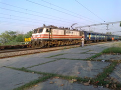 WAP5 30011 [GZB] NR with KCVL - ASR Exp (Abhinav (The Ludhiana Edition)) Tags: captured doing rake express punjab nr ceu base amritsar asr jrc jalandhar ghaziabad gzb juc 30011 wap5 kochuveli hounour kcvl chiheru