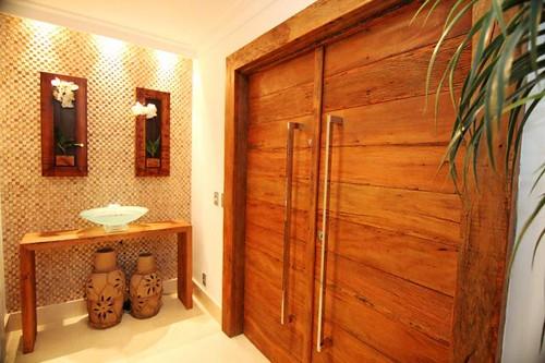 Porta de Madeira de Demolição. Foto: madeiradedemolicao.com