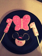 Minnie Mouse birthday treats (Cupcakes & Dreams) Tags: cookies disney minnie minniemouse childrensparties uploaded:by=flickrmobile flickriosapp:filter=chameleon chameleonfilter