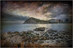 (027/15) Playa de Finestrat (Pablo Arias) Tags: españa naturaleza nature photoshop mar spain agua colours colores alicante cielo nubes atardeceres calas hdr texturas benidorm smörgåsbord acantilados finestrat photomatix sigma1020 olequebonito nikond300 greatmanipulart grouptripod olétusfotos goldenvisions pabloarias