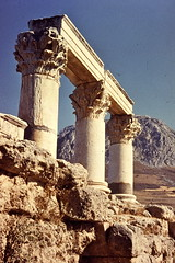 Grce, vacances de Pques 1987. Corinthe, temple d'Octavie (Marie-Hlne Cingal) Tags: 1987 greece grce  hells  diaponumrise