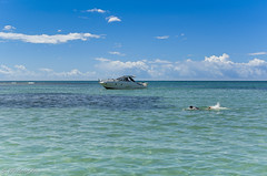 Race (valmirgoes) Tags: sea brazil sky praia beach brasil swim 35mm boat mar nikon cu lancha d5100