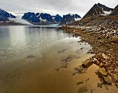 looking towards the glaciers entering Magdalenefjorden from gravneset - svalbard 2 (Russell Scott Images) Tags: arctic polar spitsbergen magdalenefjorden svalbardarchipelago gravnesetgravepeninsula