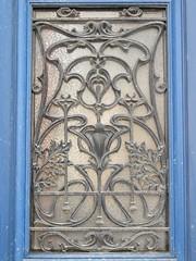 Ferronnerie Art Nouveau - Rue Lesson, Rochefort (17) (Yvette Gauthier) Tags: architecture artnouveau 17 porte guimard rochefort charentemaritime ferronnerie poitoucharentes