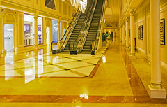 the amber hallway (werner boehm *) Tags: hotel uae wernerboehm waldorfastoriarasalkhaimah