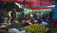 [Myanmar, Nyang Shwe] Market (Paul Bergot) Tags: travel woman lake fruits vegetables market burma myanmar inle shan shanstate raysoflight beamsoflight nyangshwe whoreadstagsanyway