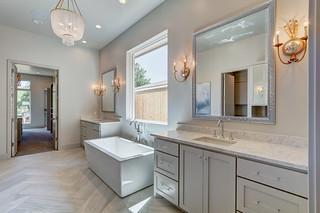 18 Master Bath-Closet