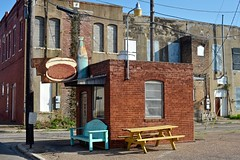 Burger Bar - Cleburne,Texas (Rob Sneed) Tags: architecture texas cleburne johnsoncounty countyseat sign vintage hamburger cocacola bottle historic designatedhistoriclandmark johnsoncountyhistoricalcommission anglinst retro brick construction downtown rust independent burgerjoint usa top20texas