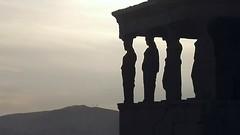 hold me (L C L) Tags: sunset atardecer women europa grecia atenas mujeres 2016 acrpolis lcl caritides loretocantero