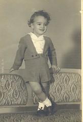 Little boy, Barcelona, 1947 (heraldeixample) Tags: barcelona espaa spain bcn catalonia catalunya years nio catalua nen catalogna espanya catalogne little 3 old boy anos aos albertdelahoz ans heraldeixample anys