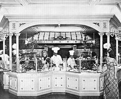 The Plaza Inn at Disneyland, 1965 (Tom Simpson) Tags: vintage disneyland disney 1960s vacationland 1965 plazainn vintagedisneyland vintagedisney