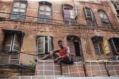 Load - Kolkata, India (Maciej Dakowicz) Tags: street city portrait people india wall truck work labour load kolkata calcutta