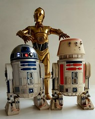 SIDESHOW R2-D2, C-3PO AND R5-D4. (suki5150) Tags: ohio robot kentucky lucasfilm tomcruise r2d2 louisville droid oblivion c3po space1999 drone brianjohnson theempirestrikesback gerryanderson wonderfest r5d4 moonbasealpha eagletransporter nicktate silentrunningtribute