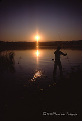 Le pecheur solitaire-img766 (hervv30140) Tags: france etang lac eau peche pond mere seul fish angler soleil lever sunrise reflet reflection light nature