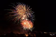 Rincones de Tres Cantos (3) - Fuegos artificiales (Txemari Roncero) Tags: tres cantos madrid espaa spain fuegosartificiales fireworks nocturna night largaexposicin longexposure txemarironcero txemari nikon nikond7000 nikkor1685 color noche