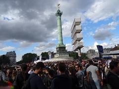 Bastille - Marche des fiertés LGBT, Paris 2 juillet 2016 (Jeanne Menjoulet) Tags: marchedesfiertés lgbt paris 2juillet2016 lesbiangaypride gay lesbiennes bi trans gaypride pride bastille colonne lbgt