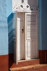 Door in Trinidad (Jean Ka) Tags: door shadow puerta cuba sombra ombre unescoworldheritagesite shutters porte schatten kuba fensterlden volet schattenspiel contraventana colonialquarter patrimoinemondialdelunesco welkulturerbederunesco