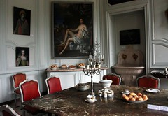 Interiors of the 18th century castle of Villarceaux (Sokleine (presently travelling)) Tags: france castle furniture interior indoor 95 iledefrance chteau 18thcentury dcoration appartments mobilier valdoise villarceaux frenchheritage