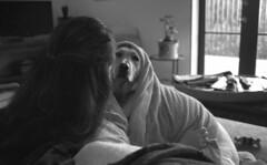 Girls on the Couch - (Leicaflex SL, 35mm Elmarit) (PositiveAboutNegatives) Tags: leica film 35mm sl leicaflex elmarit leitz leicar leicafilmphotography freefilmimages freefilmpictures
