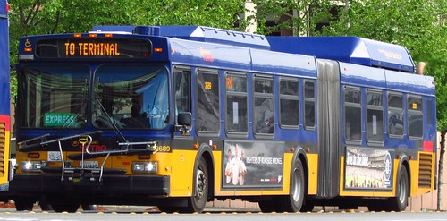 King County Metro 2004 New Flyer DE60LF 2689