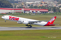 TAM LINHAS AREAS - SBGR/GRU (JONES CESAR DALAZEN) Tags: bay fly avion vliegtuig flygplan   aeroplano kapal lentokone pesawat eroplano lietadlo uak ndege flugvl aeronave letadla awyrennau awyren terbang lktuvas aviadilo letalo my  replgp lietadla  lennuk  zrakoplov flyvemaskine eitlen lidmana   letoun   avyon   aerrtha ajru    sasakyang panghimpapawid aviationairplaneaircraft aviadiloj husidukite     ajruplan avionului
