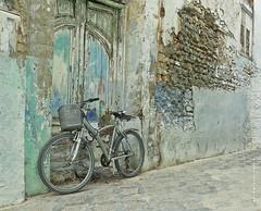 La vida es como la bicicleta, hay que pedalear hacia adelante para no perder el equilibrio. Albert Einstein (Francisco J. Prez.) Tags: asilah pentaxart pentaxk5 franciscojprez sigmadc1770f284hsm