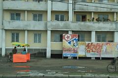 Mural at apartment block Chongjin North Korea (Ray Cunningham) Tags: de kim north korea communism rpublique socialism core populaire dprk coreadelnorte ilsung nordkorea demokratische jongil  coredunord  dmocratique demokratischevolksrepublikkorea   rpdc volksrepublik chongjin    northkoreanphotography raycunninghamnorthkoreanphotography